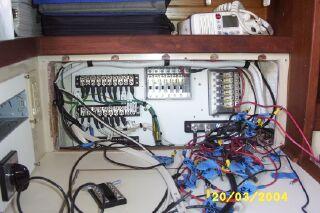 File:BuildingElectricalPanel13.jpg
